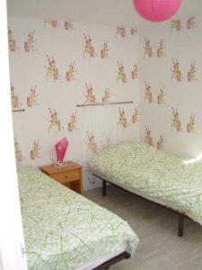 Chambre avec lit double dans le gite