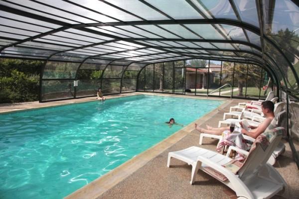 Gite avec grande piscine couverte chauffée proche du Puy du Fou