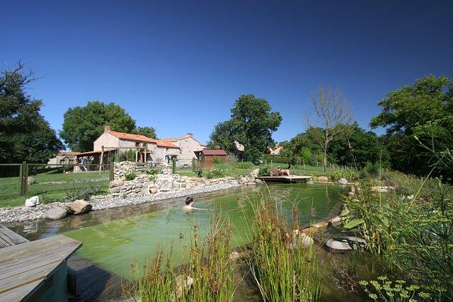 Location gite pas cher puy du fou la pr visi re for Camping en normandie avec piscine pas cher