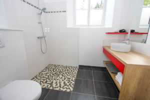 Salle d'eau Pièce de vie - Gîtes proches du Puy du Fou